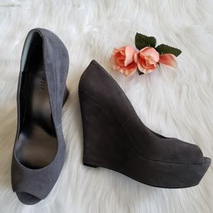 Nine West gray suede platform peep toe wedges shoe